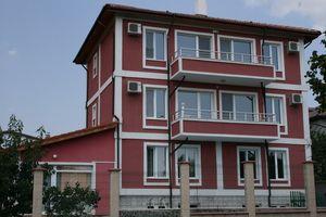 Двухтрубная система подходит для домов любой этажности